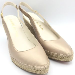 NEW Ann Klein Champagne Pearl Leather Wedges